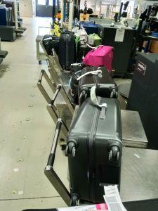 viele Koffer (ca. 10) warten auf das Große Öffnen