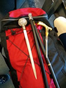 Tasche mit 2 gezogenen Stockdegen